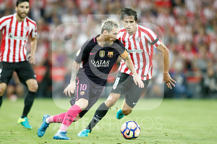 Athletic de Bilbao's Ander Iturraspe (r) and FC Barcelona's Leo Messi during La Liga match. August 28,2016. (ALTERPHOTOS/Acero)