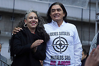 "BOGOTÁ -COLOMBIA, 07-08-2018: Maria Jose Pizarro y Gustavo Bolivar, miembros del partido Colombia Humana en el parque de La Hoja en Bogotá hoy, 07 de agosto de 2018, durante la ""Marcha por la Vida"" convocada por el excandidato presidencial y líder de ""Colombia Humana"" Gustavo Petro y que se realiza simultaneamente en las principales ciudades de Colombia . / Maria Jose Pizarro and Gustavo Bolivar members of Colombia Humana Party in the La Hoja park in Bogotá today, August 7, 2018, during the ""March for Life"" convened by the former presidential candidate and leader of ""Colombia Humana"" Gustavo Petro and which takes place simultaneously at the Main cities of Colombia. Photo: VizzorImage / Diego Cuevas / Cont"