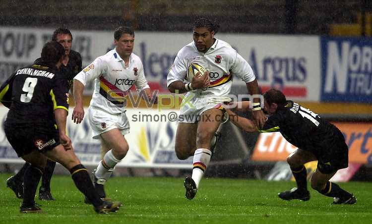 Pix: Matthew Lewis/SWpix.com. Rugby League. . Super League Rugby. Bradford Bulls v St.Helens. 27/06/03...COPYRIGHT PICTURE>>SIMON WILKINSON>>01943 436649>>..Bradford's Lesley Vainnikolo tries to breaks through the St.Helens' defence.
