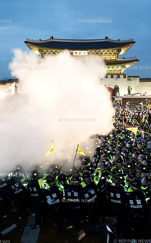 Ferry tragedy protest, Apr 18, 2015 : Policemen use fire extinguishers as they block protesters trying to march toward Gwanghwamun gate near the presidential Blue House in Seoul, South Korea. About 30,000 people  (8,000 by police estimate) demonstrated on April 18,  two days after the first anniversary of Sewol ferry tragedy to demand that the government scrap the special Sewol Law enforcement decree, salvage the ferry and hold a thorough investigation into the tragedy. They also called for resignation of President Park Geun-hye.The police detained about 100 protesters during the protest. (Photo by Lee Jae-Won/AFLO) (SOUTH KOREA)