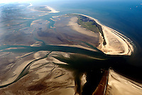 Hoher Ruecken: EUROPA, DEUTSCHLAND, NIEDERSACHSEN, (GERMANY), 09.09.2004: Nationalpark Niedersaechsisches Wattenmeer - Aufwind-Luftbilder  - Stichworte: Deutschland, Niedersachsen, Wangerooge, Blaue Balje, Inselwatt, Insel, Priel, Wasser, Landschaft, Sand, Natur, Natuerlich, Meer, Wattenmeer, Ebbe, Flut, Sandbank, Idylle, idyllisch, Nationalpark, Uebersicht, Ueberblick, Luftbild, Draufsicht, Luftaufnahme, Luftansicht, Luftblick, Flugaufnahme, Flugbild, Vogelperspektive, Ueberblick, Uebersicht # , water, lower saxony, Niedersachsen, national park, air opinion, top view, plan, bird 's-eye view, landscape, scene, scenery, overview, outline, survey, flood, hordes, crowd, Inselwatt, shoal, sandbank, idyll, sea, ocean, idyllic, idyllically, nature, ebb, Luftblick, natural, of course, blue, Flugaufnahme, review, view, mudflats, mudflat, Flugbild, ow_visum, sand, germany, isle, island, aerial photograph, air photo #