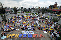 BOGOTÁ -COLOMBIA. 22-02-2014. Cientos de venezolanos y algunos colombianos se congregaron frente al monumento de los héroes en Bogotá, Colombia para protestar en contra del gobierno de Nicolás Maduro en el vecino país de Venezuela. Los manifestastes piden libertad a Leopoldo López, lider de la oposición, y  que retorne la paz a su país./  Hundred of venezuelan and some colombian people congregated, today February 22th, at Monumento de los Heroes in Bogota , Colombia to protest against Nicolas Maduro government in the neighboring country of Venezuela. The protesters ask fot freedom of oposition leader, Leopoldo Lopez, and clamoring for the return of peace in their country . Photo: VizzorImage/ Gabriel Aponte / Staff