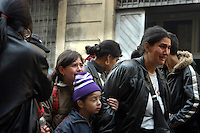 1 APR 2004 Milano: sgombero della casa di via Adda, occupata da una comunita' Rom da alcuni anni.