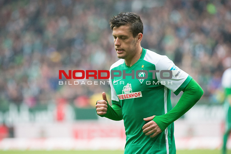 16.05.2015, Weser Stadion, Bremen, GER, 1.FBL. Werder Bremen vs Borussia Moenchengladbach, im Bild<br /> <br /> Zlatko Junuzovic (Bremen #16)<br /> <br /> Foto &copy; nordphoto / Kokenge