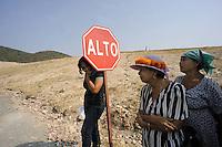 Messico,Morelos, Tetlama.Inceneritore chiuso con le lotte della comunità.29 Novembre 2010.Tappa della carovana di Via Campesina partita da Acapulco per partecipare al forum alternativo per la Vita e la giustizia ambientale e sociale.Mexico, Cuernavaca.Convoy of Via Campesina to COP 16, Cancun
