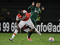 BOGOTÁ - COLOMBIA, 29-10-2017: Baldomero Perlaza (Izq.) jugador de Santa Fe disputa el balón con Stalin Motta (Der.) jugador del Equidad durante el encuentro entre Independiente Santa Fe y La Equidad por la fecha 17 de la Liga Aguila II 2017 jugado en el estadio Nemesio Camacho El Campin de la ciudad de Bogotá. / Baldomero Perlaza (L) player of Santa Fe struggles for the ball with Stalin Motta (R) player of Equidad during match between Independiente Santa Fe and La Equidad for the date 17 of the Aguila League II 2017 played at the Nemesio Camacho El Campin Stadium in Bogota city. Photo: VizzorImage/ Gabriel Aponte / Staff