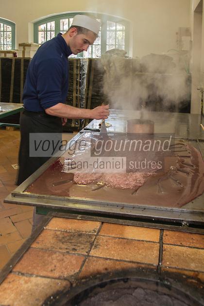 Europe/France/Provence-Alpes-Côte d'Azur/Alpes-Maritimes/Tourrettes-sur-Loup: Confiserie Florian des Gorges du Loup [, fabrication des bonbons  //    Europe, France, Provence-Alpes-Côte d'Azur, Alpes-Maritimes, Cagnes sur Mer:   Confiserie Florian - Gorges du Loup,<br /> manufacturing sweets<br /> <br /> Autorisation : 2013-117] [Autorisation : 2013-118] [Autorisation : 2013-119] [Autorisation : 2013-120] [Autorisation : 2013-121]