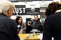 Amsterdam, 21-11-11, IDFA, International Documentary Festival Amsterdam, Individual sessions pitch training in de kleedkamers van het compagnietheater, photo by Nichon Glerum