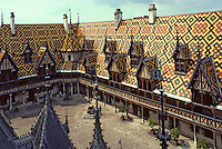 Europe/France/Bourgogne/21/Côte d'Or/Beaune : Les Hospices de Beaune - La cour d'honneur de l'Hotel Dieu [Non destiné à un usage publicitaire - Not intended for an advertising use] [Non destiné à un usage publicitaire - Not intended for an advertising use]
