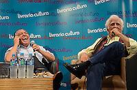 SAO PAULO, 06 DE ABRIL DE 2013 - LANCAMENTO MAURICIO DE SOUSA E ZIRALDO - Os cartunistas e escritores Mauricio de Sousa (E) e Ziraldo (D) durante lançamento do livro O Reizinho do Castelo Perdido, com autoria de Mauricio e ilustrações de Ziraldo, na Livraria Cultura do Conjunto Nacional, na Avenida Paulista, região central da capital, manhã deste sábado, 06 . (FOTO: ALEXANDRE MOREIRA / BRAZIL PHOTO PRESS)