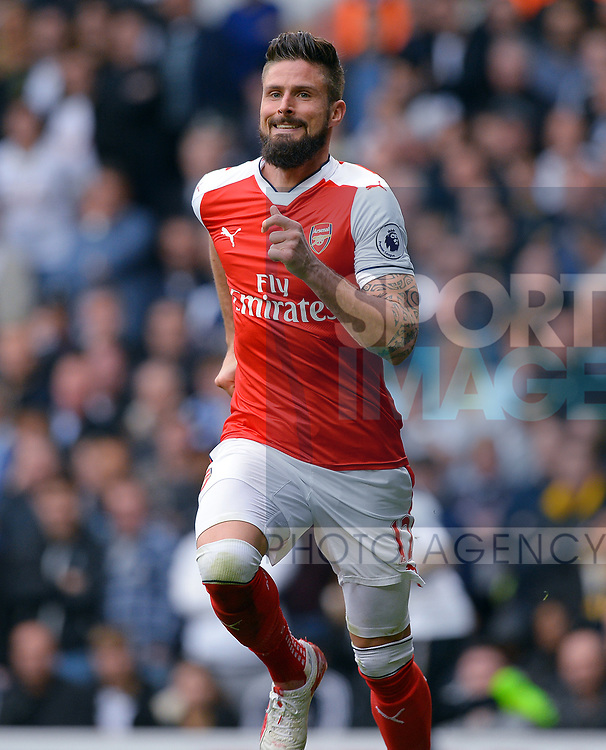 Olivier Giroud of Arsenal during the English Premier League match at the White Hart Lane Stadium, London. Picture date: April 30th, 2017.Pic credit should read: Robin Parker/Sportimage