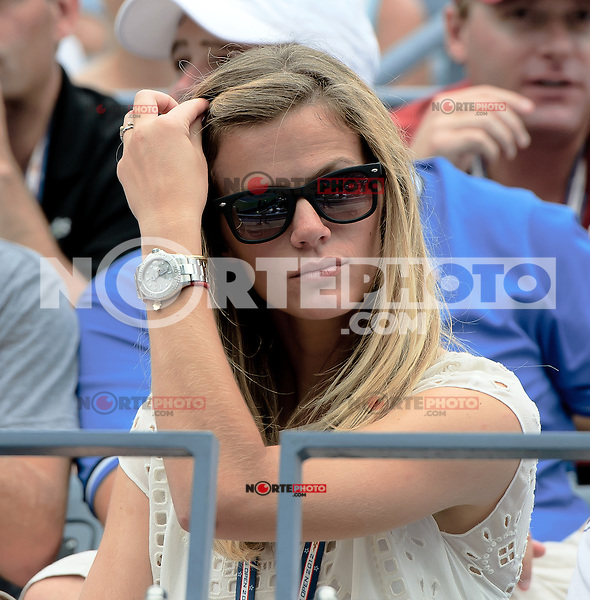 September 2, 2012: Model Brooklyn Decker looks on as her husband Andy Roddick (USA) plays his third round Men's Singles match on Day 7 of the 2012 U.S. Open Tennis Championships at the USTA Billie Jean King National Tennis Center in Flushing, Queens, New York, USA. Credit: mpi105/MediaPunch Inc. /NortePhoto.com<br /> <br /> **CREDITO*OBLIGATORIO**<br /> *No*Venta*A*Terceros*<br /> *No*Sale*So*third*<br /> *** No Se Permite Hacer Archivo**