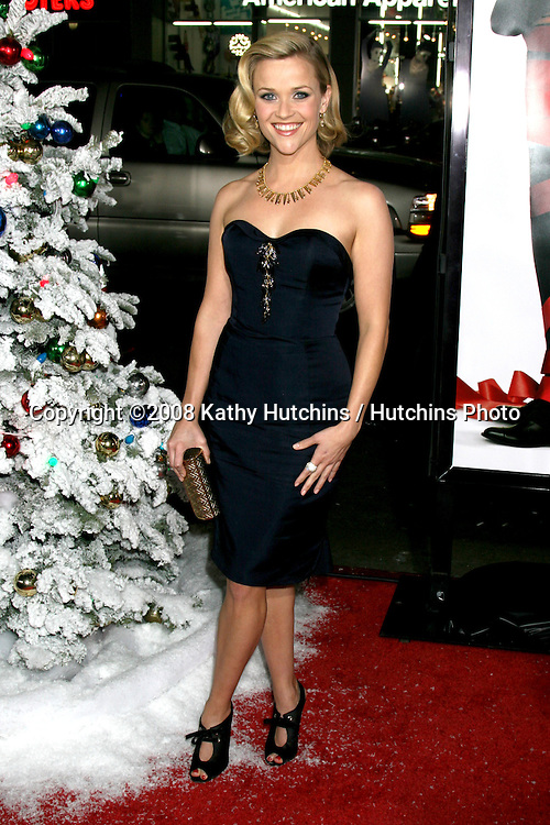Reese Witherspoon arriving at  the  Premiere of Four Christmases at Grauman's Chinese Theater in Los Angeles, CA.November 20, 2008.©2008 Kathy Hutchins / Hutchins Photo....