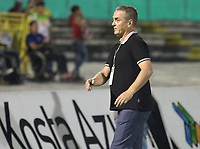 NEIVA - COLOMBIA, 19-05-2018: Nestor Craviotto técnico de Atlético Huila gesticula durante partido de vuelta con Patriotas F.C. por los cuartos de final de la Liga Águila I 2018 jugado en el estadio Guillermo Plazas Alcid de la ciudad de Neiva. / Nestor Craviotto coach of Atletico Huila gestures during second leg match against Patriotas F.C. for the quarterfinals of the Aguila League I 2018 played at Guillermo Plazas Alcid in Neiva city. VizzorImage / Sergio Reyes / Cont