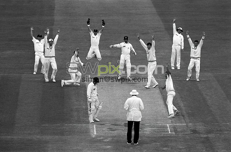 Pix:Michael Steele/SWpix...Cricket. England v New Zealand, Lords, 1992...COPYRIGHT PICTURE>>SIMON WILKINSON..England v New Zealand, Lords.