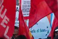 BUENOS AIRES, ARGENTINA, 24 JULHO 2012 - MANIFESTO APOIO HUGO CHAVES - Portenhos durante ato de apoio ao Presidente Hugo Chaves da Venezuela na tarde dessa terça-feira na cidade de Buenos Aires capital da Argentina - FOTO: PATRICIO MURPHY - BRAZIL PHOTO PRESS