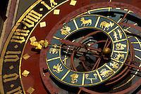 astronomische Uhr am Zytgloggeturm in Bern, Schweiz, Unesco-Weltkulturerbe