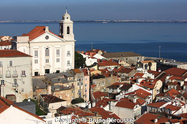 Europe; Portugal; Lisbonne; quartier de l'Alfama depuis le mirador de santa Luzia//Europe; Portugal; Lisbon; Afama district from mirador santa Luzia