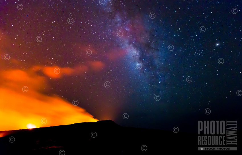 Milky Way Over Pu'u 'O'o: The Milky Way rises above Pu'u 'O'o, Kilauea, Big Island. A relatively rare sight as the conditions were extraordinarily perfect.