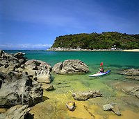 New Zealand, South Island, Abel Tasman National Park: Sea Canoeing in the Anchorage | Neuseeland, Suedinsel, Abel Tasman National Park: Kanute