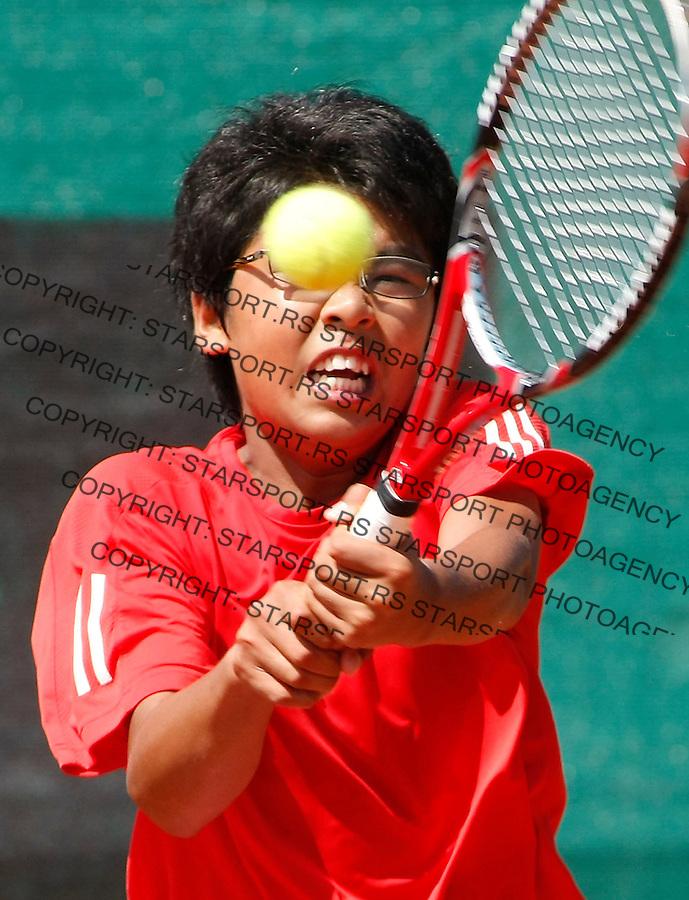 Tenis, World Championship U-14.USA Vs. Korea, boys.Rubin Noah Vs. Geon Ju Shon.Geon Ju Shon, returnes.Prostejov, 02.08.2010..foto: Srdjan Stevanovic/Starsportphoto ©