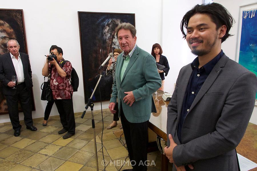 "Vienna, Austria. Galerie Suppan Contemporary. Vernissage of Zico Albaiquni (r., Indonesia), ""beyond the veil"". Martin Suppan speaking."