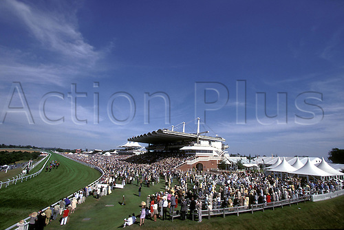 A General View of Glorious Goodwood, 990728. Photo: Glyn Kirk/Action Plus...1999.horse racing.race goers.crowds.venue.equestrian sports.racecourses racecourse.venue venues