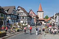 Germany, Baden-Wurttemberg, Black Forest, Gengenbach: centre with Upper Gate | Deutschland, Baden-Wuerttemberg, Schwarzwald, Gengenbach im Ortenaukreis: Stadtzentrum mit Obertor
