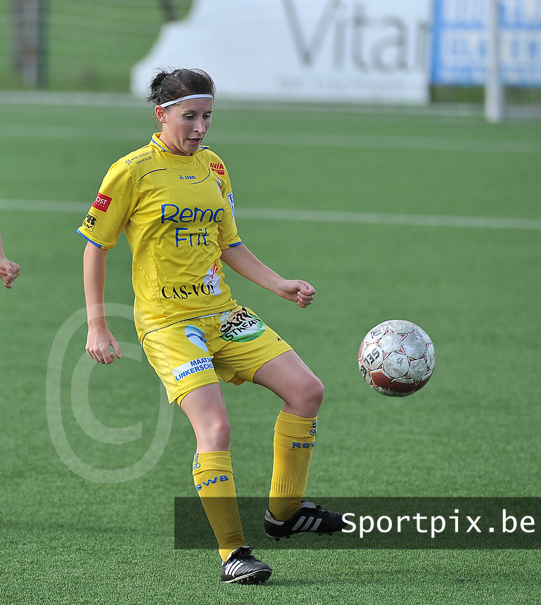 Dames Zulte Waregem - WB Sinaai Girls : Lies Van Hamme <br /> foto David Catry / VDB