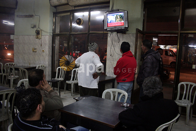 Palestinians inside the coffee watching on television the speech of Libyan leader Moamer Kadhafi, in the West Bank city of Ramallah on Feb. 22, 2011. Photo by Issam Rimawi