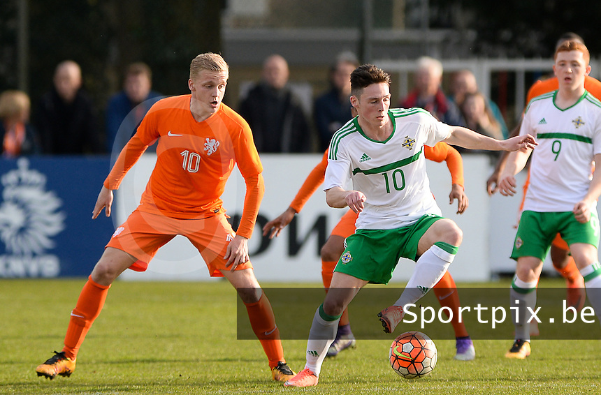 20160326  - Uden , NETHERLANDS : Northern Irish Jordan Thompson pictured with Dutch Donny van de Beek (left) during the soccer match between the under 19 teams of The Netherlands and Northern Ireland , on the second matchday in group 4 of the UEFA Under19 Elite rounds in Uden , Netherlands. Saturday 26 th March 2016 . PHOTO DAVID CATRY