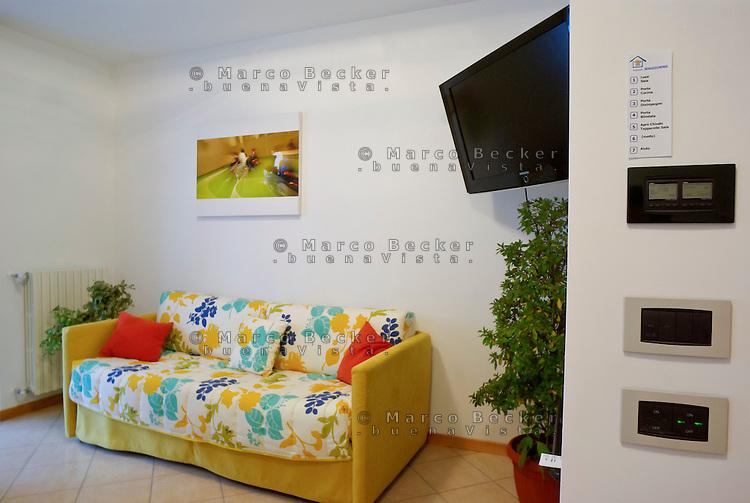 milano, nuovo quartiere rogoredo - santa giulia, periferia sud-est. una casa domotica. il soggiorno --- milan, new district rogoredo - santa giulia, south-east periphery. a domotics house. the living room