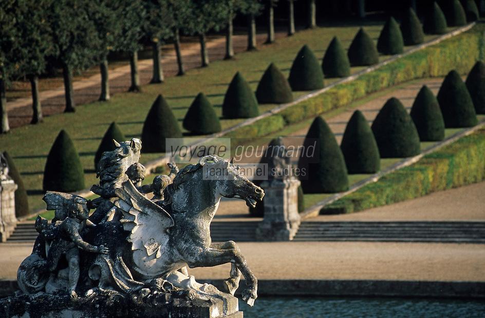 Europe/France/Ile-de-France/77/Seine-et-Marne/Maincy: Le château de Vaux-le-Vicomte - Statue dans les jardins