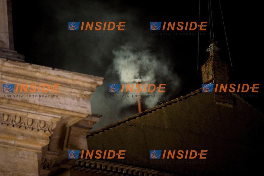 White smoke rises from the chimney on the roof of the Sistine Chapel.Fumata bianca .Citta' del Vaticano 13/03/2013 Piazza San Pietro.Foto Andrea Staccioli Insidefoto