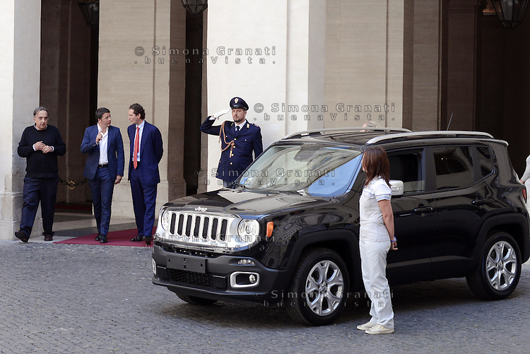 Roma, 25 Luglio 2014<br /> Il presidente del Consiglio Matteo Renzi ha ricevuto oggi a Palazzo Chigi l'AD di Fiat Sergio Marchionne e il presidente John Elkann, che hanno presentato al premier la nuova Jeep Renegade. <br /> <br /> Fiat, Elkann and Marchionne have to Renzi new Jeep Renegade. <br /> <br /> Rome, July 25, 2014 <br /> The President of the Council Matteo Renzi received today at Palazzo Chigi, the CEO of Fiat, Sergio Marchionne and Chairman John Elkann, who presented to the premier the new Jeep Renegade.