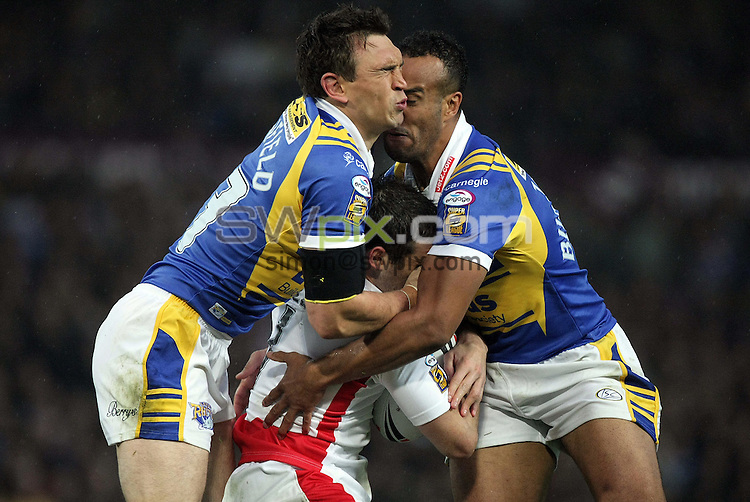 PICTURE BY VAUGHN RIDLEY/SWPIX.COM - Rugby League - Super League Grand Final - St. Helens Saints v Leeds Rhinos - Old Trafford, Manchester, England - 04/10/08...Copyright - Simon Wilkinson - 07811267706...Leeds Kevin Sinfield and Jamie Jones-Buchanan tackle St Helens Paul Wellens.