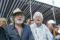 KAATSEN: FRANEKER: It Sjûkelân, 2003, PC Kaatsen, toeschouwers Rients Gratama en Gerard Cox, ©foto Martin de Jong