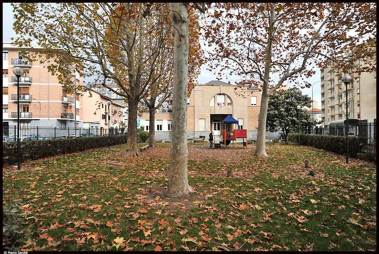In piazza Bottesini l'area della Scuola materna Principessa Piemonte tra via Mercadante e via Paisiello, prima della riqualificazione del progetto Urban Barriera. Novembre 2012