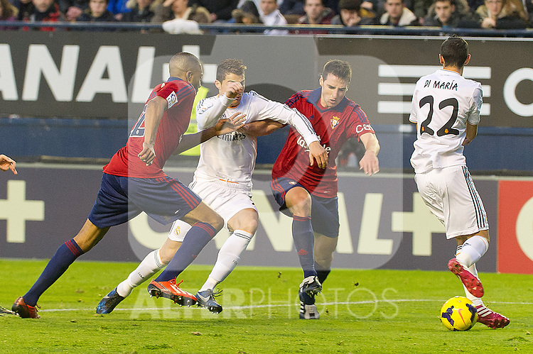 Osasuna's Jordan Loties (l) and Marc Bertran (2r) and Real Madrid's Cristiano Ronaldo (l) and Angel Di Maria during La Liga match.December 14,2013. (ALTERPHOTOS/Mikel)
