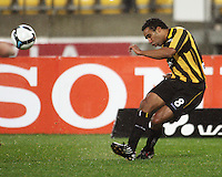 Phoenix striker Paul Ifill crosses during the A-League football match between Wellington Phoenix and Perth Glory at Westpac Stadium, Wellington, New Zealand on Sunday, 16 August 2009. Photo: Dave Lintott / lintottphoto.co.nz