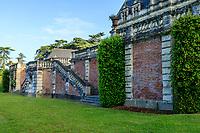 France, Indre-et-Loire (37), Montlouis-sur-Loire, jardins du château de la Bourdaisière, escalier de la terrasse sud