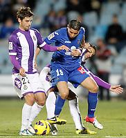 Getafe's Abdel Barrada (c) and Real Valladolid's Victor Perez (l) and Oscar Gonzalez during La Liga match.November 18,2012. (ALTERPHOTOS/Acero)