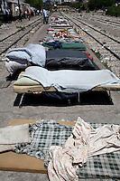 Grecia  Patrasso 2011 rifugiati  in un improvvisato campo in una stazione ferroviaria abbandonata <br /> Grece ville de Patras  2011 - refugies  dans une gare abandonnee