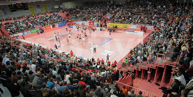 Volleyball  1. Bundesliga  2008/2009    27.12.2008 ENBW TV Rottenburg  1-3  VfB Friedrichshafen UEBERSICHT der Paul Horn - Arena Tuebingen, welche mit 3100 Zuschauern erstmals bei einem Volleyballspiel ausverkauften war.