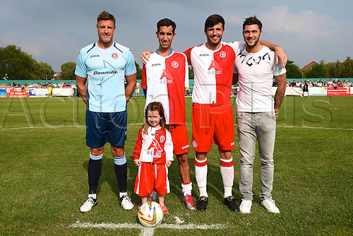 07.09.2014.  Poole, England. Charity match in aid of MND sufferer Andrew Culliford. AFC Bournemouth legend Steve Fletcher, Andrew Culliford and his daughter Isla, Poole Town captain Stuart Brown and Charlie Austin before kick off.