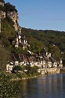 Europe/France/Aquitaine/24/Dordogne/Vallée de la Dordogne/Périgord Noir/La Roque-Gageac: la vallée de la dordogne et les maisons du  village