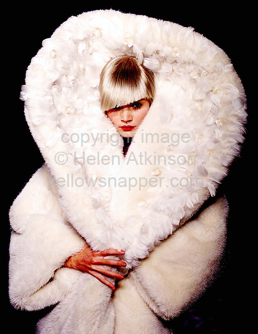 London Fashion Week - February 18 to Feb 23, 2001. MARIA GRACHVOGEL clothes modelled  on the catwalk by supermodel JODY KIDD, on 23 February 2001...Picture by: Helen Atkinson