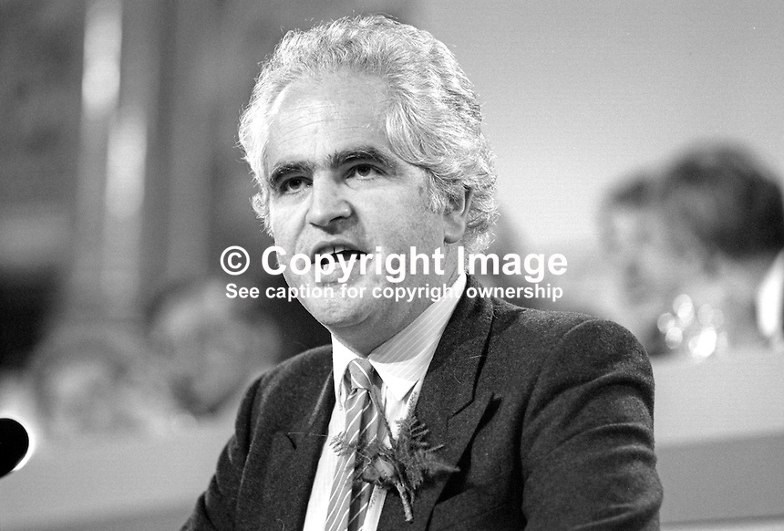 Giles Radice, MP, Durham North, Labour Party, UK, speaking, annual conference, September 1986, 19860914GR3<br />