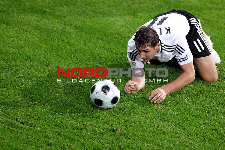 UEFA Euro 2008 Group B Klagenfurt - W&ouml;rthersee Match 04<br /> <br /> Deutschland ( GER ) - Polen ( POL ) 2:0 (1:0)<br /> <br /> Miroslav Klose ( Germany / Angreifer / Forward /  Bayern Muenchen #11) auf dem Boden kniend und schaut dem Ball hinetrher - wo will er denn hin<br /> <br /> Foto &copy; nph (  nordphoto  )<br /> <br /> <br /> <br />  *** Local Caption ***