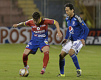 PASTO -COLOMBIA, 12-07-2015: Jonathan Gomez (Izq) jugador del Deportivo Pasto disputa el balón con Rafael Robayo (Der) jugador de Millonarios durante partido por la primera fecha de la Liga Águila II 2015 jugado en el estadio La Libertad de la ciudad de Pasto./ Jonathan Gomez (L) player of Deportivo Pasto vies for the ball with Rafael Robayo (R) player of Millonarios during the match for the first date of the Aguila League II 2015 played at La Libertad stadium in Pasto city. Photo: VizzorImage / Gabriel Aponte / Staff